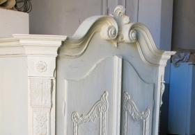 Restaurierung und Dekoration von antiken Möbeln
