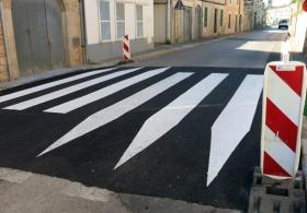 paint pedestrian crossing. Exterior paintings. Majorca